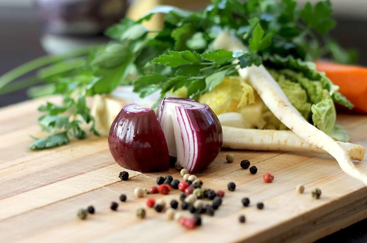 Photo of כיצד דלפק למטבח יסייע לכם ליהנות יותר בזמן הבישולים