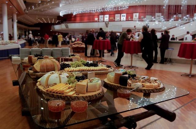 Photo of כיבוד לאירועים עסקיים – סוגי מגשי אירוח שאוהבים